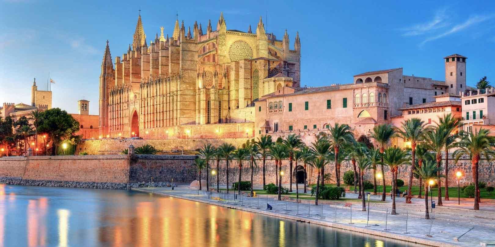 Mallorca is een stad die zeer geschikt is voor een mooie honeymoon