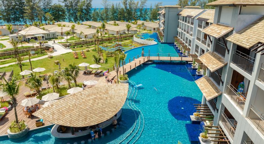 Het zwembad van Mai Khao Lak Beach Resort & Spa in Thailand